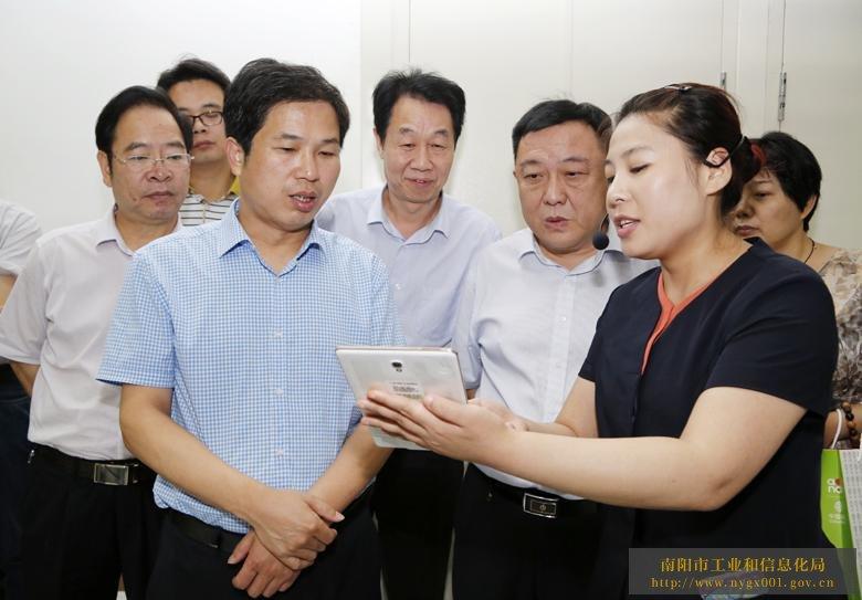 张明体副市长和有关领导参观智慧城市云数据中心南阳机房